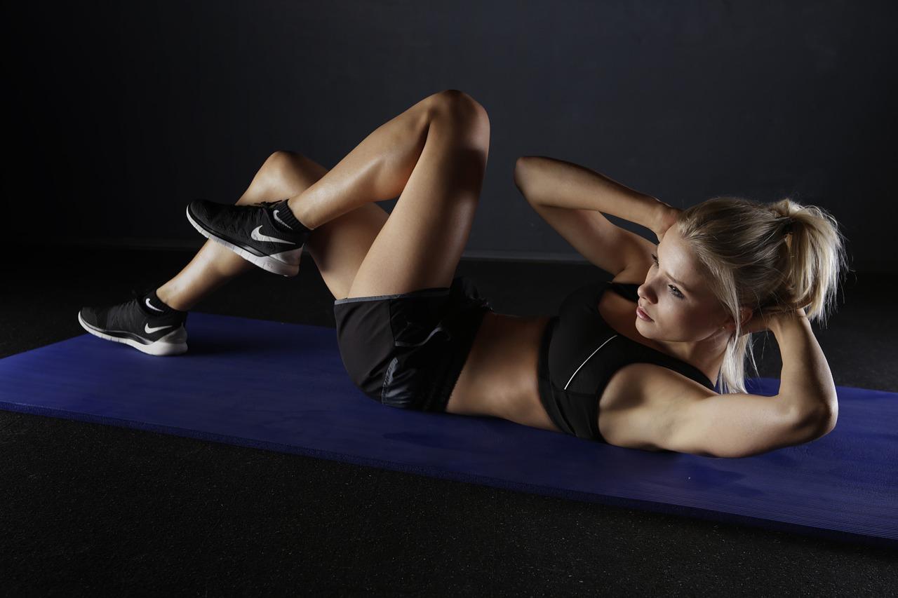 Rutina HIIT para entrenar tu cuerpo en solo 15 minutos
